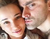Анфиса Чехова показала постельное селфи с мужем
