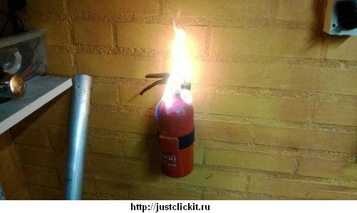 Горящий огнетушитель